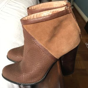 FOSSIL Leather boots